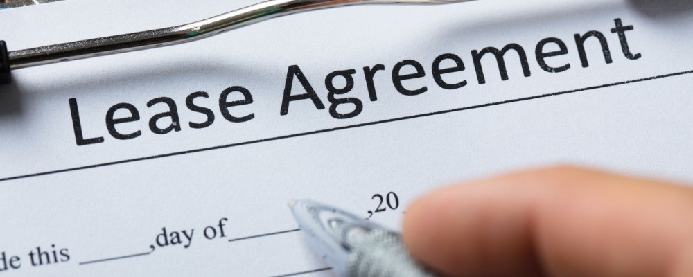 human hand filling lease agreement form picture id924554832 - Benefits of Equipment Leasing